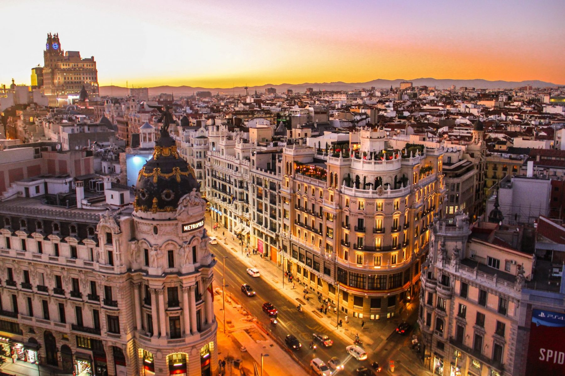 Central hotels in Madrid with breakfast