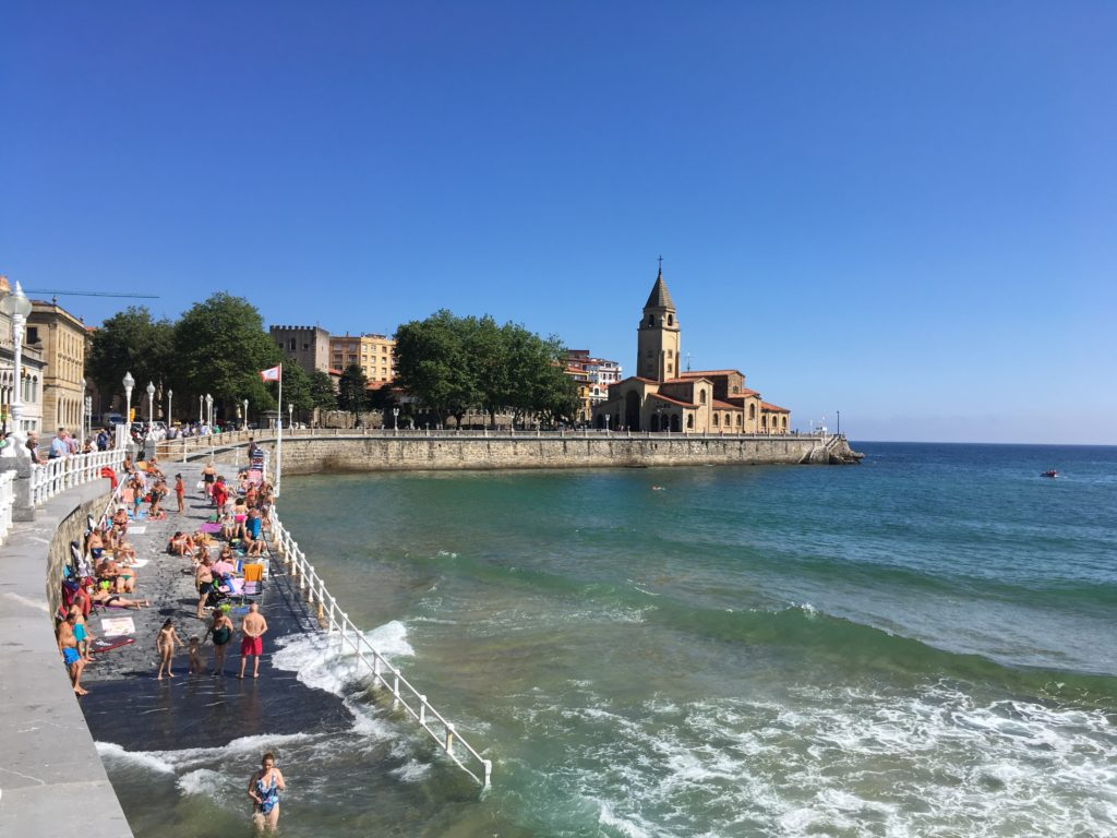What to do in Gijón - See the San Pedro church